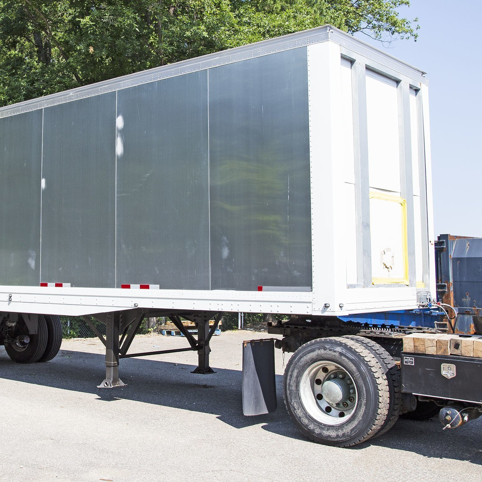 33' Smooth Side Trailer